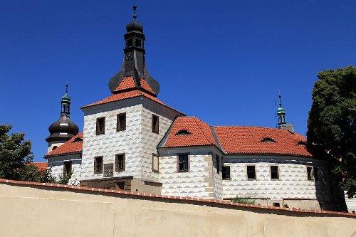 zamek-kostelec-1